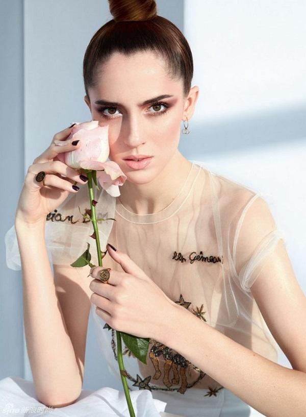 超模演绎dior鲜花大片 唯美少女白皙迷人