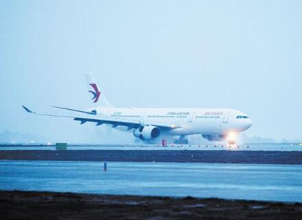 一架从仁川飞往长沙的空客a330飞机降落在长沙黄花