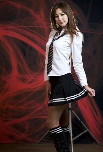 揭秘日本女生校服情结图片