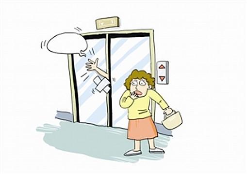 """华声在线-三湘都市报11月7日讯 昨天,在长沙才子佳郡小区购了新房的舒女士本打算去装暖气,谁知进电梯太慢,险些被门夹住,而该小区数位业主吐槽小区电梯失常,不仅""""夹人"""",还会突然掉落几层.舒女士向本报热线96258投诉,希望电梯问题能够尽早解决.   交房个把月,电梯门频夹人   长沙才子佳郡业主舒女士说,她的房子是9月30日交房,现在正在装修."""