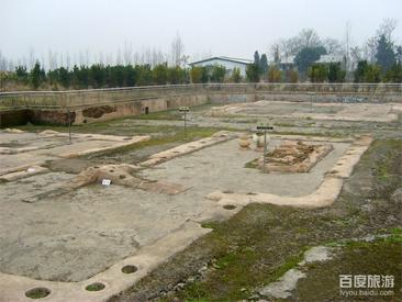 城头山古文化遗址位于澧阳平原中部,澧县县城西北10公里的车溪乡