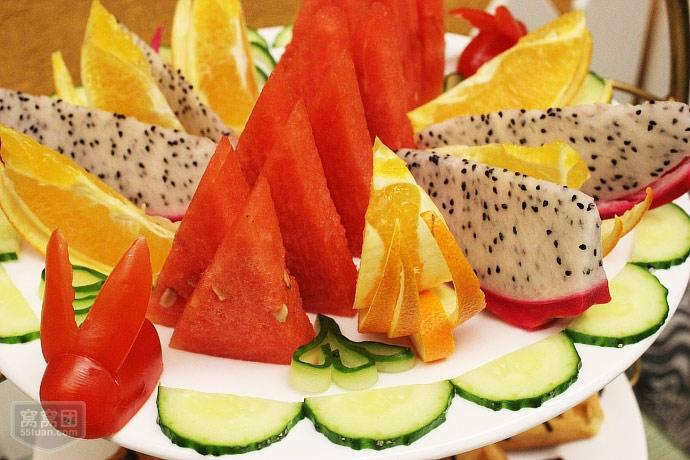 第一层:水果拼盘